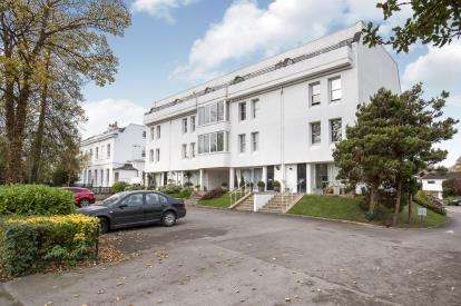 3 Bedrooms Flat for sale in Bleasby Gardens, Lansdown Road, Cheltenham, Gloucestershire