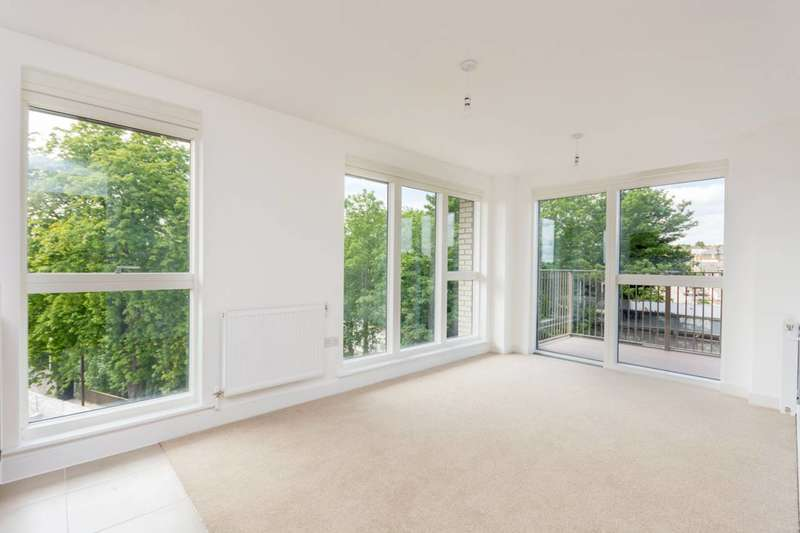 2 Bedrooms Flat for sale in Ferdinand Court, Catford, SE6