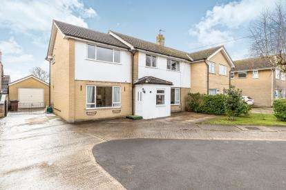 4 Bedrooms Semi Detached House for sale in College Crescent, Oakley, Aylesbury, Buckinghamshire