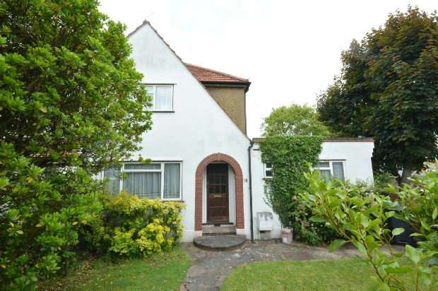4 Bedrooms End Of Terrace House for sale in Church Lane, Chessington