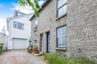 2 Bedrooms Terraced House for sale in The Bowjey Hill, Newlyn, Penzance