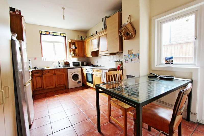3 Bedrooms House for sale in Tynemouth Terrace, Tynemouth Road, London