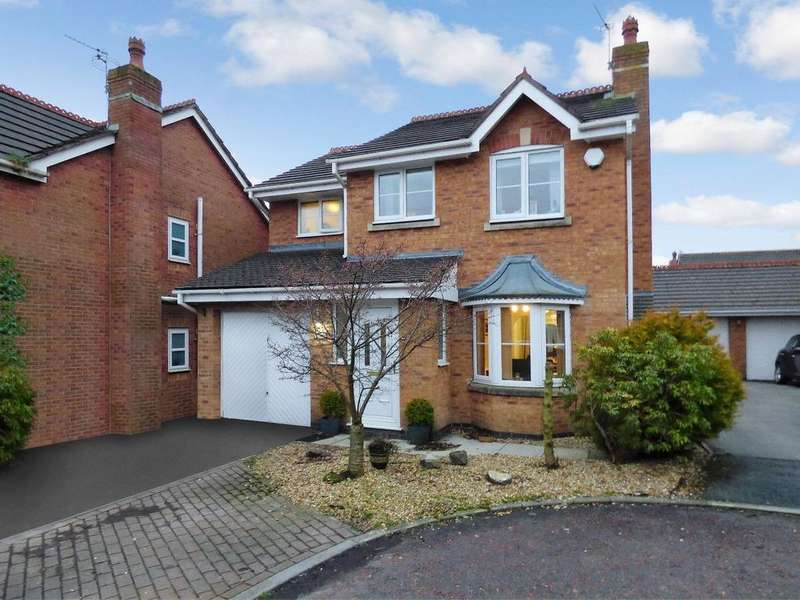 3 Bedrooms Detached House for sale in Waterford Close, Heath Charnock, PR6 9JQ