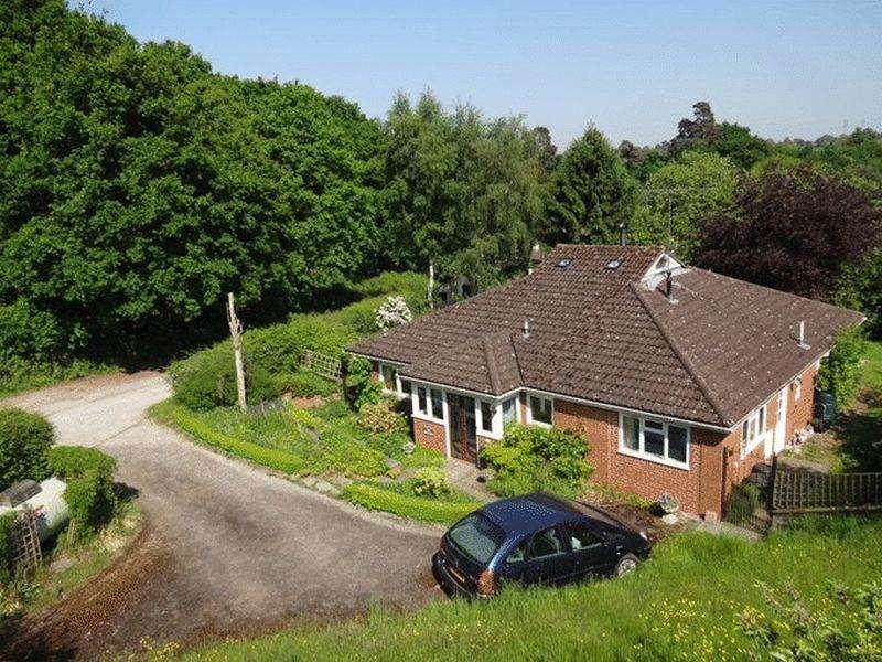 3 Bedrooms Detached Bungalow for sale in Titton Lane, Titton, Stourport-On-Severn DY13 9QS