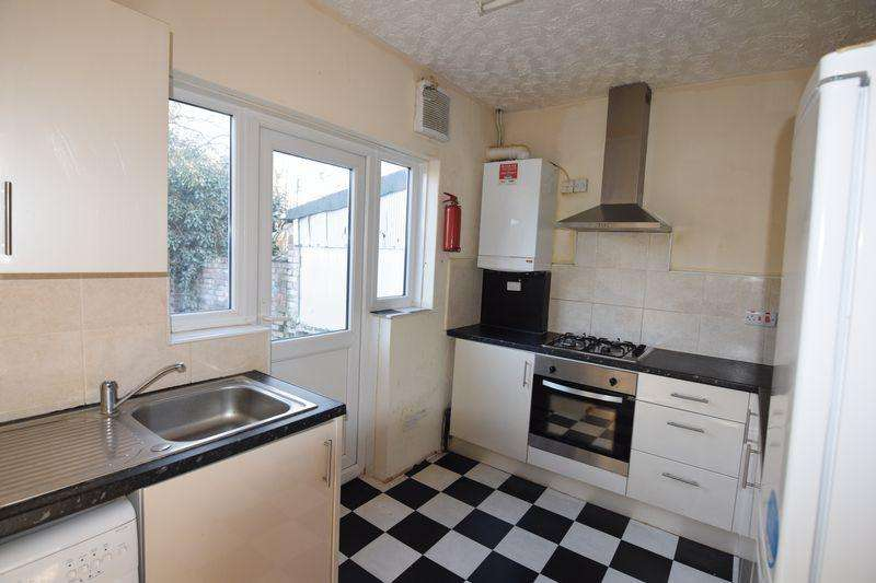 3 Bedrooms Terraced House for sale in Gainsborough Avenue, Manor Park