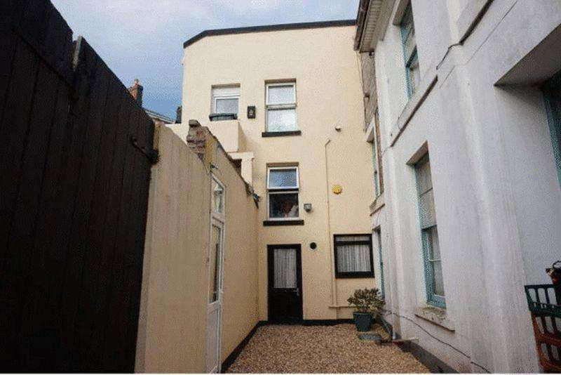 3 Bedrooms End Of Terrace House for sale in Ellacombe Church Road, Torquay