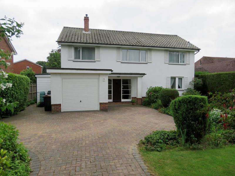 4 Bedrooms Detached House for sale in Hollow Lane, Hayling Island