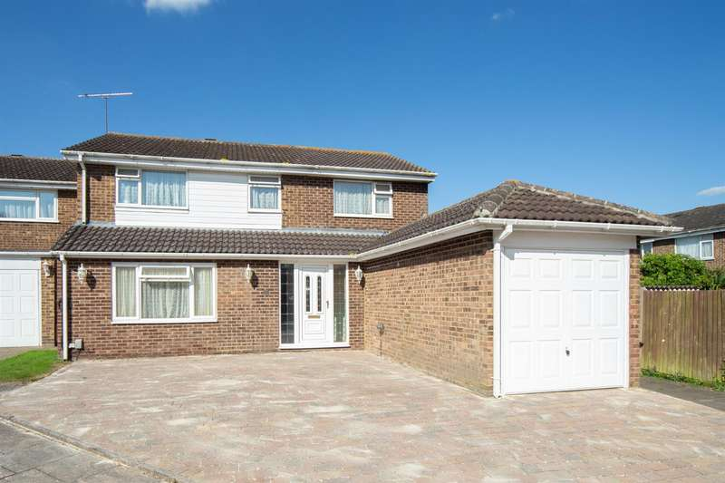 4 Bedrooms Detached House for sale in Ivy Close, Dunstable
