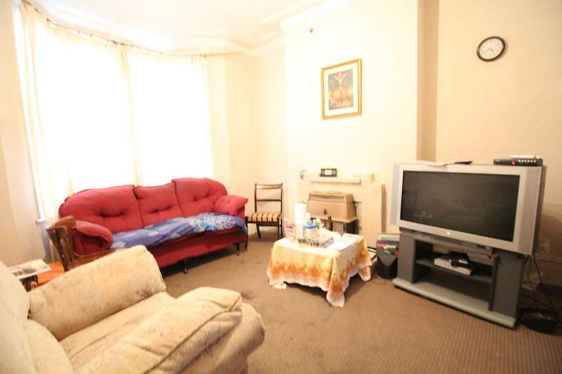 3 Bedrooms Property for sale in Roding Road, London, E5