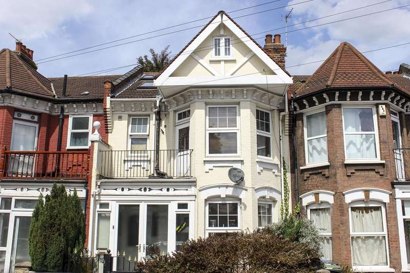 5 Bedrooms Property for sale in Melbourne Avenue, Palmers Green, London, N13