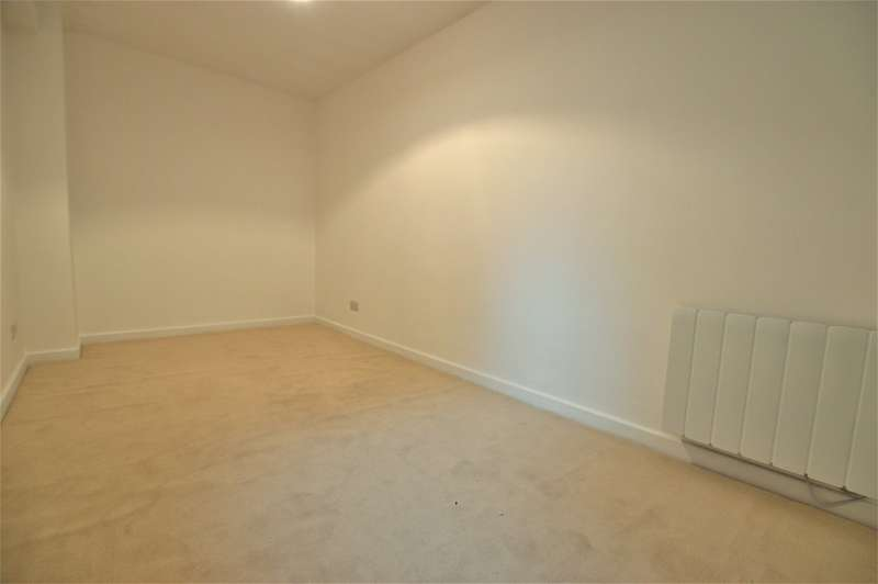 1 Bedroom Property for sale in Rochford Gardens, Slough SL2