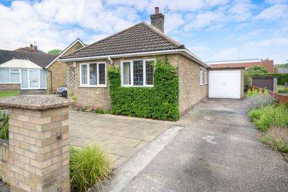 3 Bedrooms Bungalow for sale in Broadway, Lincoln, Lincolnshire, .