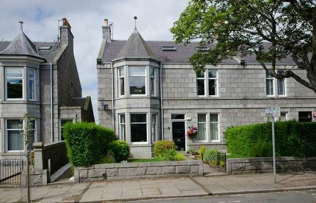 4 Bedrooms Flat for sale in Forest Avenue, Aberdeen