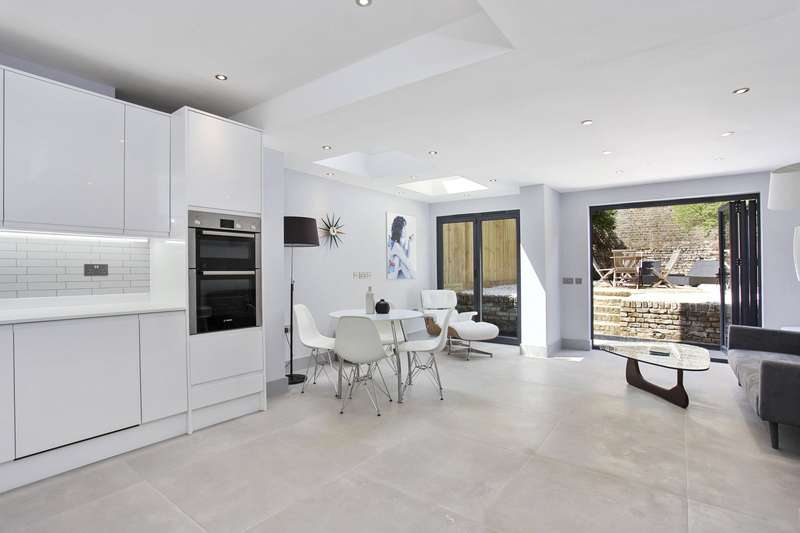 2 Bedrooms Maisonette Flat for sale in Bravington Road, Maida Vale, London, W9