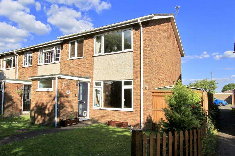 3 Bedrooms End Of Terrace House for sale in Heather Walk, Hazlemere HP15