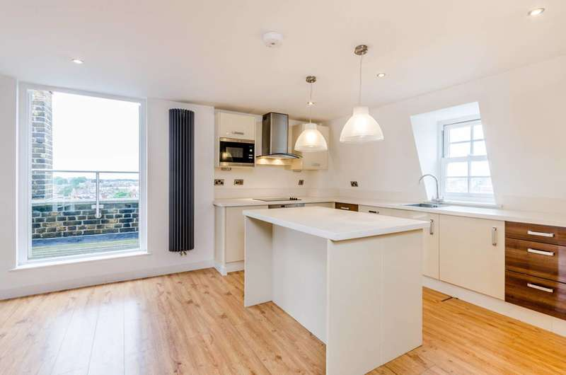2 Bedrooms Flat for sale in Dawes Road, Fulham Broadway, SW6