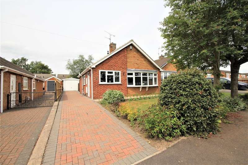 2 Bedrooms Bungalow for sale in Hathersage Drive, Leabrooks