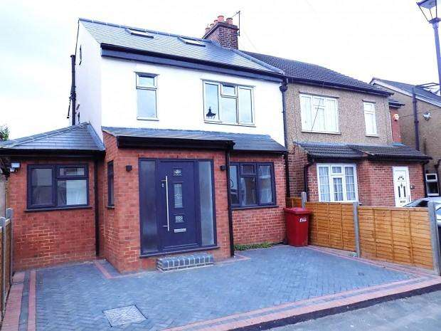 4 Bedrooms Semi Detached House for sale in Alpha Street South, Slough, SL1