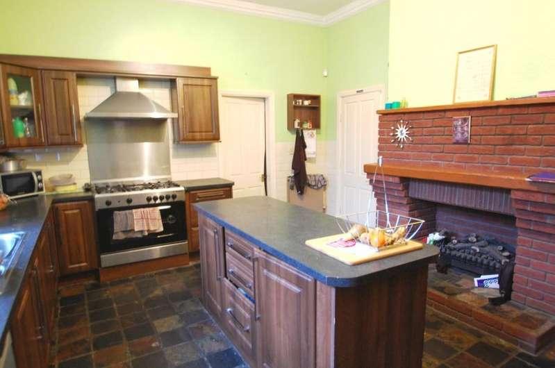 4 Bedrooms Detached House for sale in Pleckfarm Avenue, Pleckgate, Blackburn