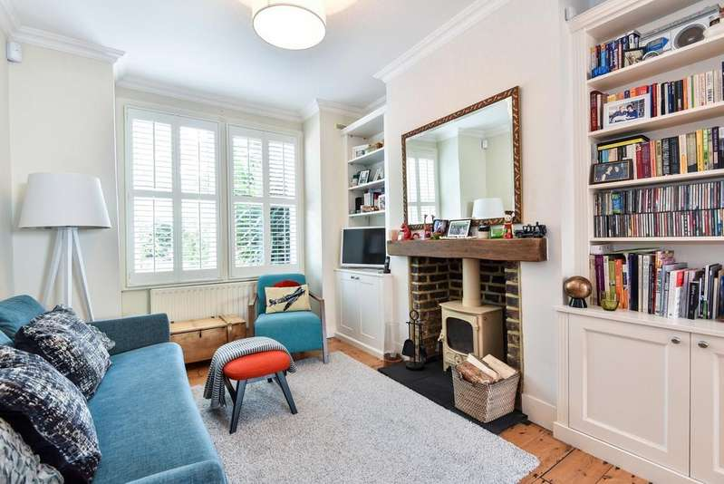 3 Bedrooms Semi Detached House for sale in Champion Crescent London SE26