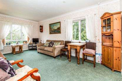 2 Bedrooms Flat for sale in The Hawthorns, 114 Edge Lane, Manchester, Greater Manchester