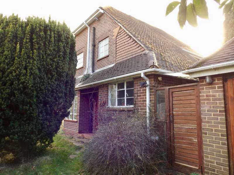 2 Bedrooms Detached House for sale in Blackwater, Camberley, GU17