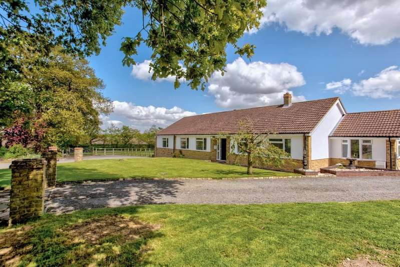 4 Bedrooms Detached Bungalow for sale in Bradfield, Manningtree, CO11 2QP