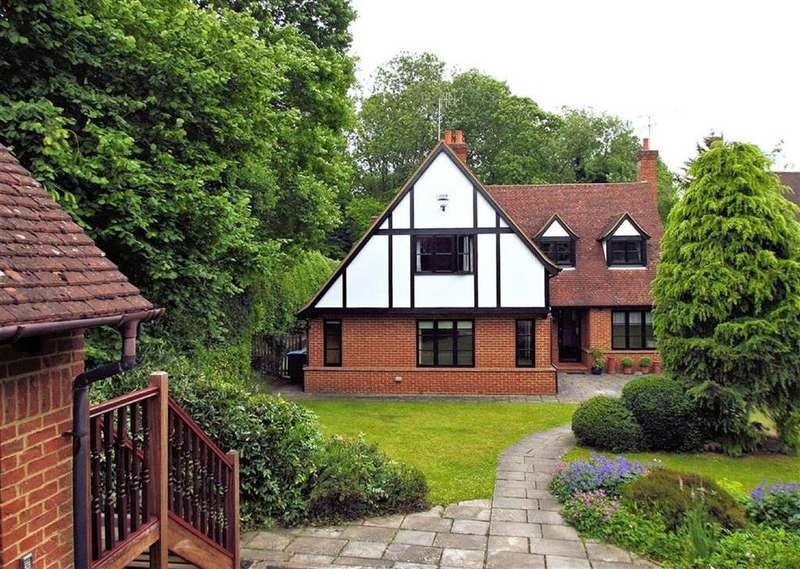 5 Bedrooms Detached House for sale in Oaklea Wood, Oaklands, Welwyn AL6 0PJ