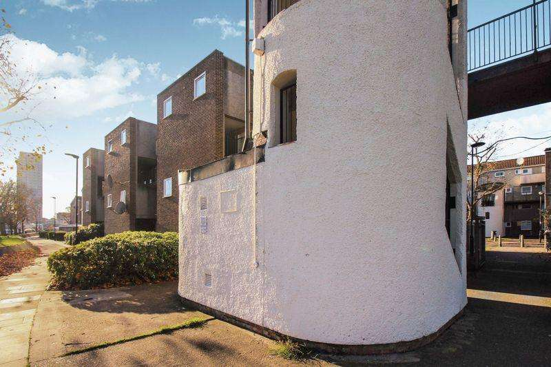 3 Bedrooms Maisonette Flat for sale in Osward Place Edmonton N9