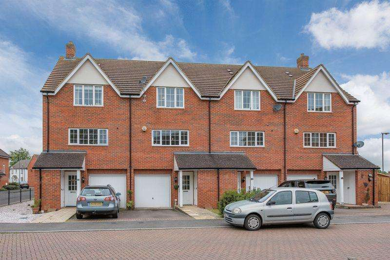 3 Bedrooms Terraced House for sale in Emmett Drive, Aylesbury