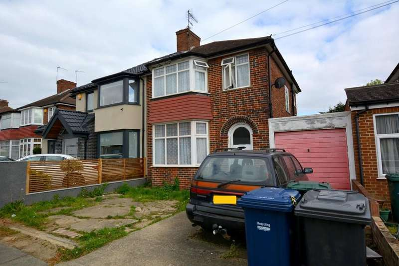 3 Bedrooms Semi Detached House for sale in Braemar Gardens, London