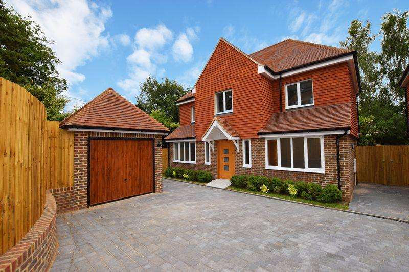 4 Bedrooms Detached House for sale in Eaton Close, Uckfield