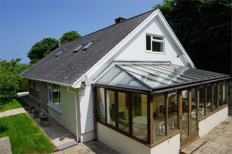 4 Bedrooms Detached Bungalow for sale in Long Street, Newport, Pembrokeshire