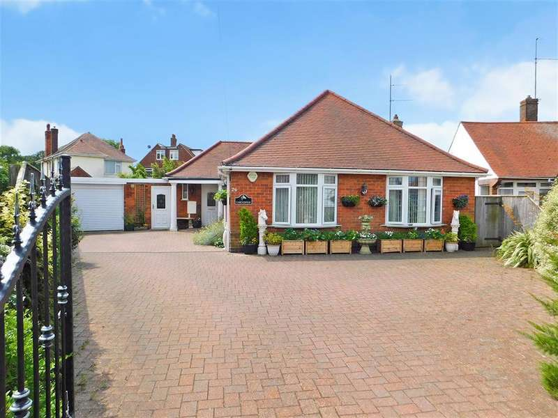 4 Bedrooms Detached Bungalow for sale in Lumley Crescent, Skegness, PE25 2TL