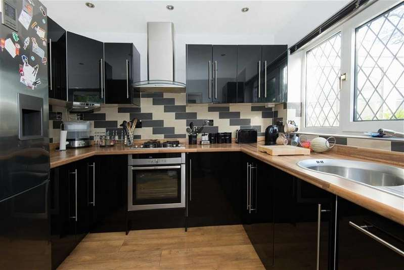 4 Bedrooms Detached House for sale in 11, Hawkshead Avenue, Dronfield Woodhouse, Dronfield, Derbyshire, S18