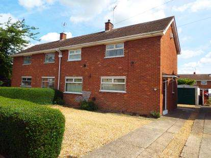 3 Bedrooms Semi Detached House for sale in Shamrock Close, Stanground, Peterborough, Cambs