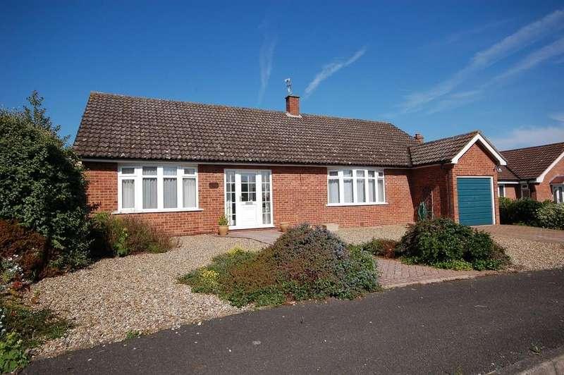 3 Bedrooms Detached Bungalow for sale in De Morley Garth, Sheringham