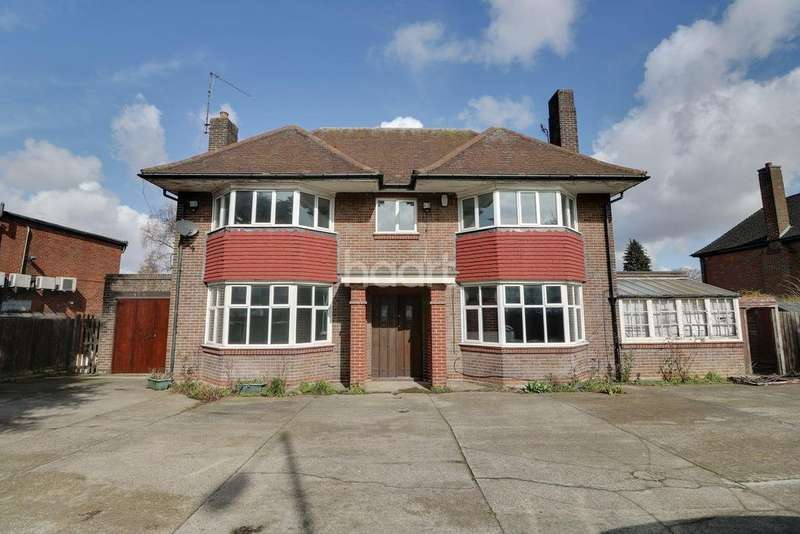 4 Bedrooms Detached House for sale in Dunstable Road, LU4