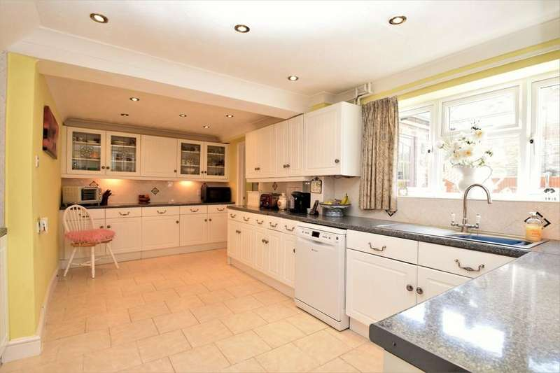 4 Bedrooms Semi Detached House for sale in Yorktown Road, Sandhurst