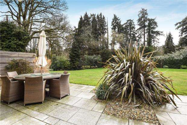 3 Bedrooms Apartment Flat for sale in Knole Wood, Devenish Road, Sunningdale