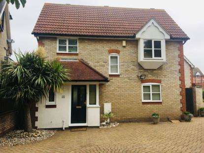 3 Bedrooms Detached House for sale in Chadwell Heath, Romford