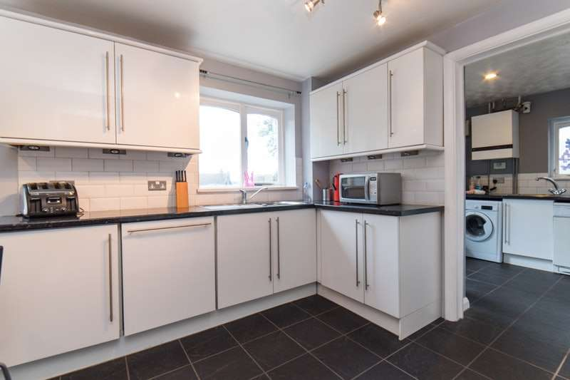 4 Bedrooms Detached House for sale in Old Orchard, Luton, Bedfordshire, LU1