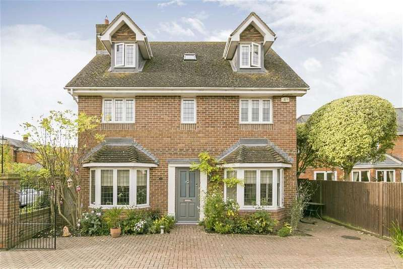 5 Bedrooms Detached House for sale in Sandy Mead, Epsom, Surrey