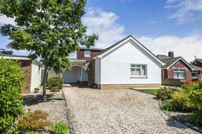 4 Bedrooms Bungalow for sale in Ringsbury Close, Purton, Swindon, Wiltshire