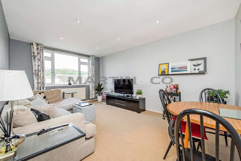 2 Bedrooms Flat for sale in High Road, Loughton IG10