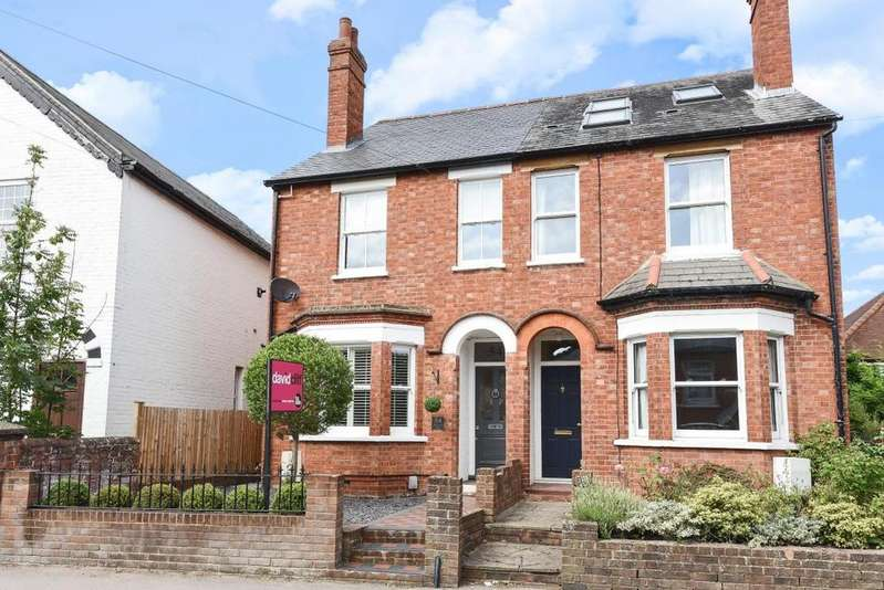 3 Bedrooms Semi Detached House for sale in Langborough Road, Wokingham, RG40