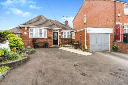 3 Bedrooms Bungalow for sale in Rose Hill, Quarry Bank, Brierley Hill, West Midlands