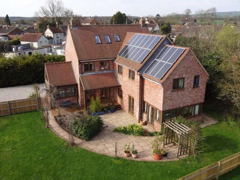 5 Bedrooms House for sale in Manor Road, Oakley, Aylesbury, HP18