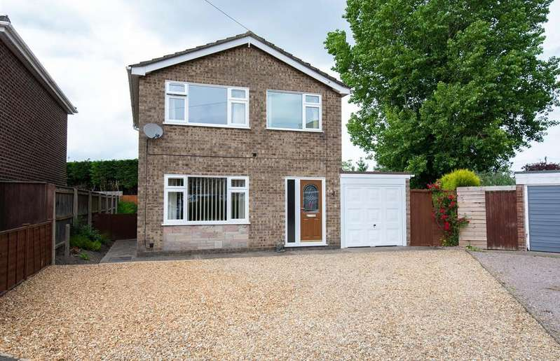 3 Bedrooms Detached House for sale in Barrington Close, Holbeach, PE12