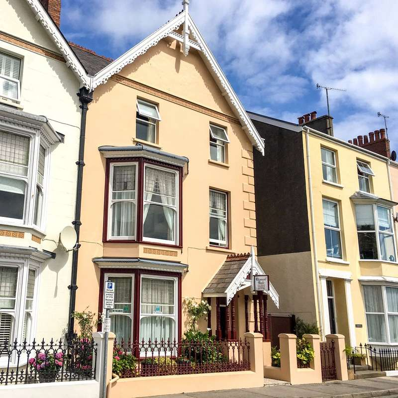 7 Bedrooms Hotel Commercial for sale in Clement Dale Guest House, Southcliff Gardens, Tenby, Pembrokeshire